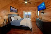 6 Bedroom Cabin with 6 King Beds and baths