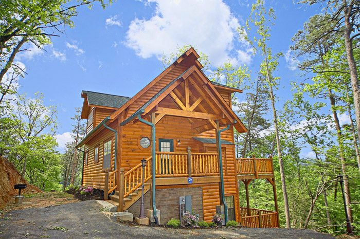 Pigeon forge cabin with movie theater near dollywood for Gatlinburg dollywood cabins