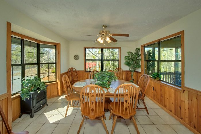Cabin with Spacious Dining Room and Sun Room - Country Oaks Lodge