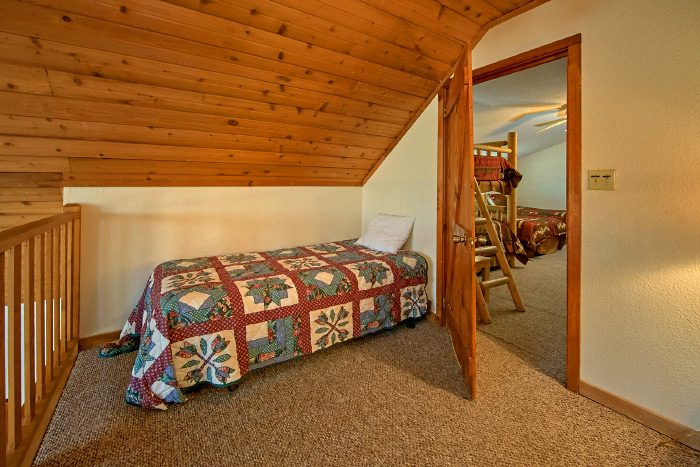 6 Bedroom Cabin with 1 Twin Bed - Country Oaks Lodge