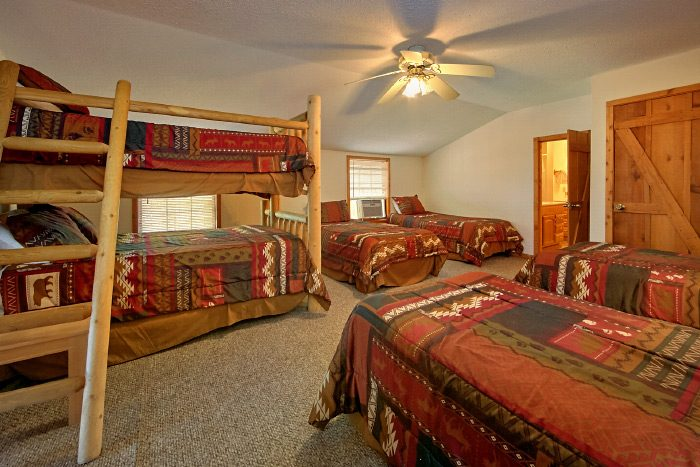 Rustic Cabin that sleeps 16 - Country Oaks Lodge