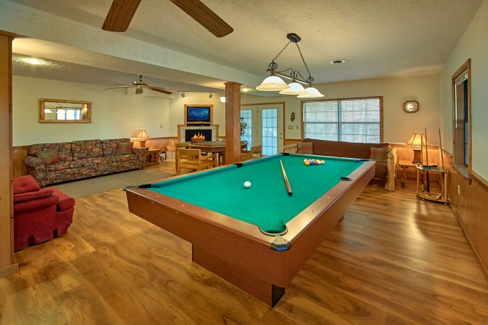 6 Bedroom Cabin with Pool Table - Country Oaks Lodge