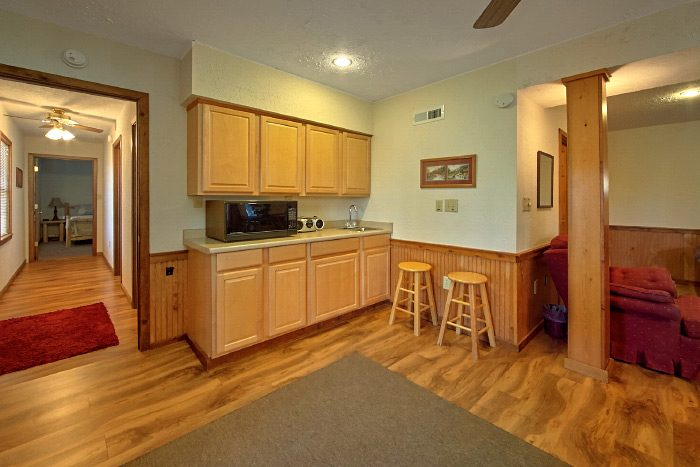 6 Bedroom Cabin with Kitchenette - Country Oaks Lodge