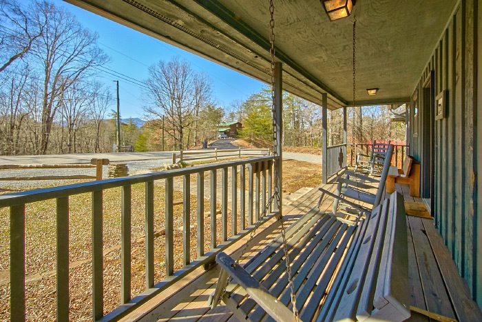 6 Bedroom Cabin with Wooded Views - Country Oaks Lodge