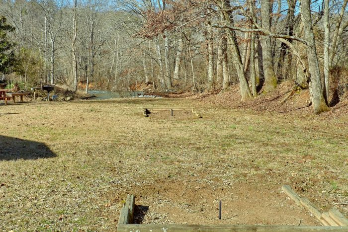 Vacation Home with Large Yard and Horseshoes - Creekside Cottage
