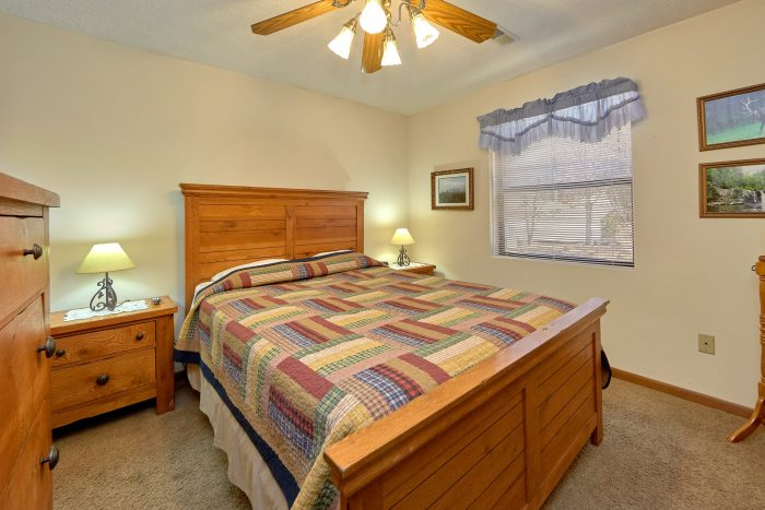 Vacation Home with Guest Bedroom with Queen Bed - Creekside Cottage