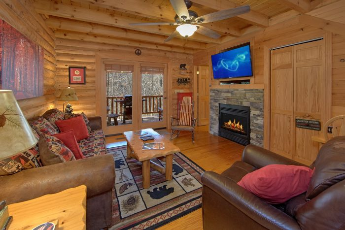 Premium 2 Bedroom cabin with a Dining Table - Creekside Hideaway