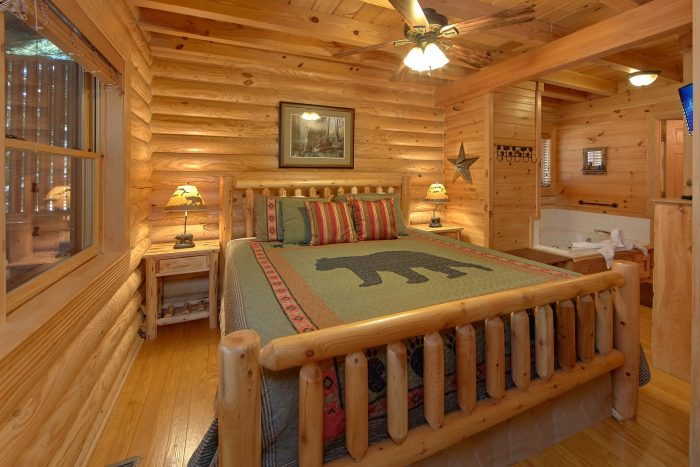 Luxurious King Bedroom with a Jacuzzi Tub - Creekside Hideaway