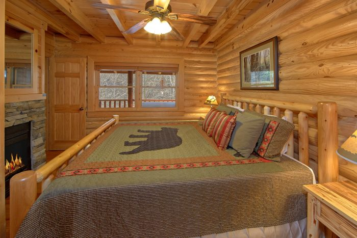Luxurious Cabin with 2 Living Rooms and Games - Creekside Hideaway