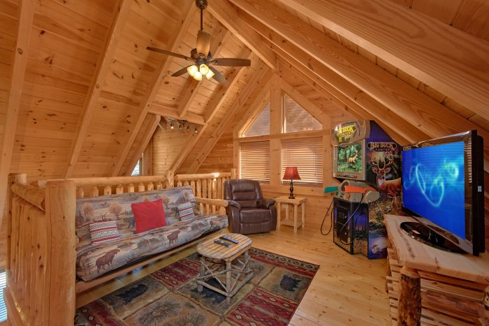 1 Bedroom Cabin with Game Room and TV - Creekside Hideaway
