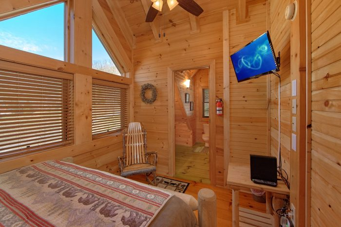 1 Bedroom Cabin in Smoky Mountain Ridge Resort - Creekside Hideaway