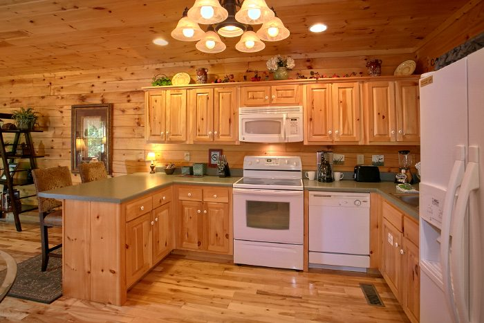Honeymoon Cabin with Fully Stocked Kitchen - Crimson Moon