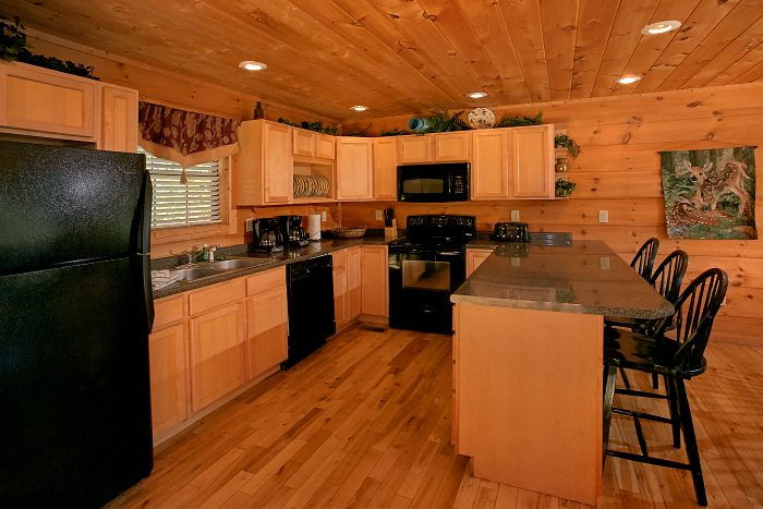 Spacious 5 bedroom Cabin with Large Kitchen - Crown Jewel