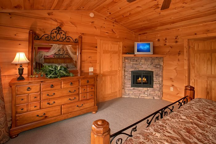 Cabin with 2 King Suites with Fireplaces - Crown Jewel