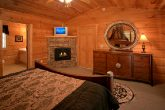 Luxurious Cabin with 3 Fireplaces and King Beds