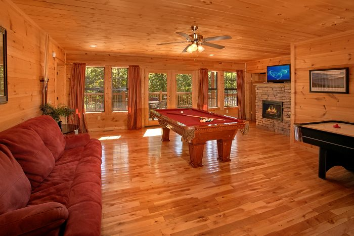 5 Bedroom Cabin with Game Room and Pool Table - Crown Jewel