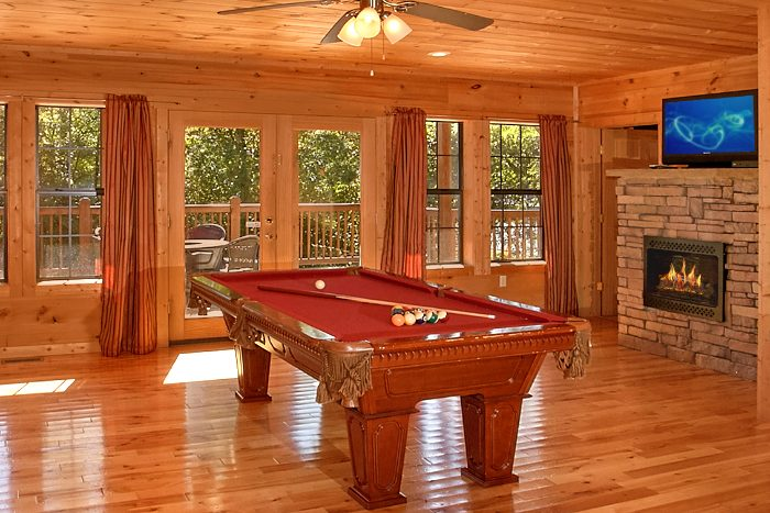 5 Bedroom Cabin with Air Hockey and Pool Table - Crown Jewel