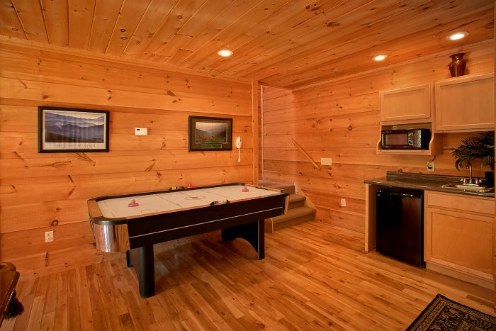 Cabin with Air Hockey in the Game Room - Crown Jewel