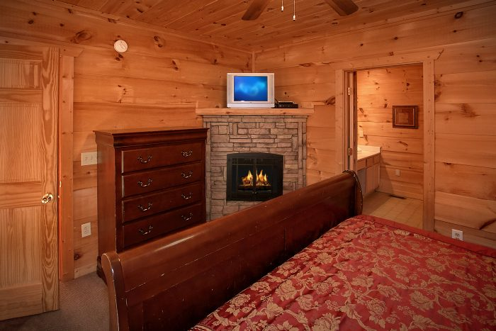 Cabin with a Fireplace in all Bedrooms - Crown Jewel