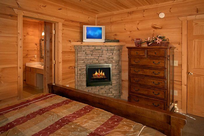 Premium 5 Bedroom Cabin with 5 King Beds - Crown Jewel