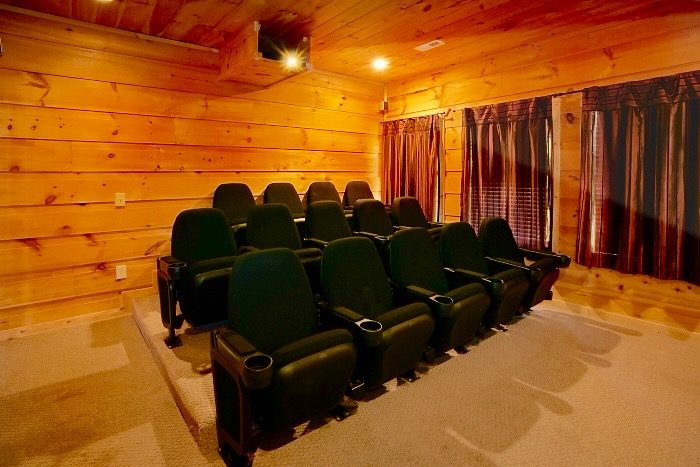Secluded 5 Bedroom Cabin with Private Theater - Crown Jewel