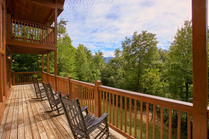 Premium Cabin Rental with Rocking Chairs & View - Crown Jewel