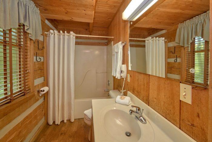 1 Bedroom Cabin with a Loft - Cuddle Creek Cabin