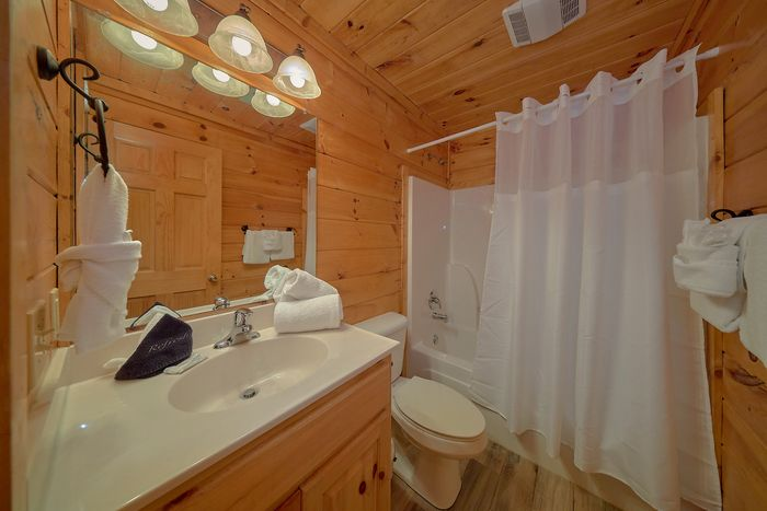 pigeon forge rental cabin with hot tub