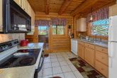 Smoky Mountain 2 Bedroom Cabin with Full Kitchen