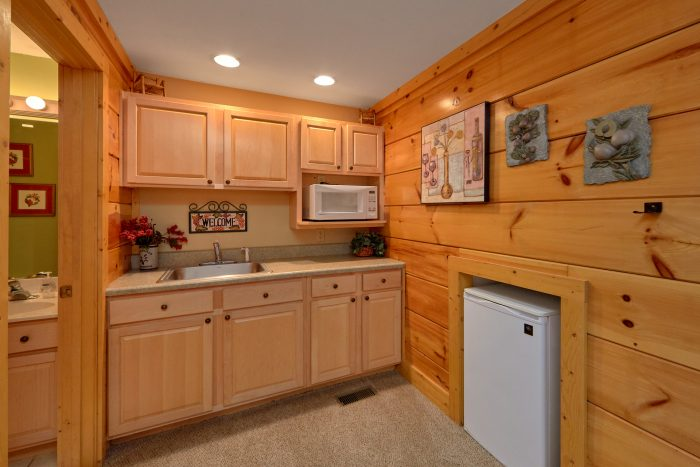 Pigeon Forge Cabin with Kitchenette and King Bed - Dainty's Digs