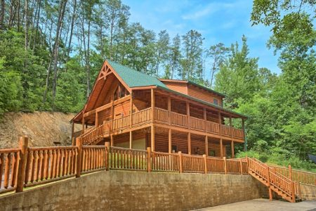 Bearly Ruffin It: 3 Bedroom Wears Valley Cabin Duplex Rental