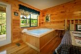 2 Bedroom Cabin with Jacuzzi in Master Suite