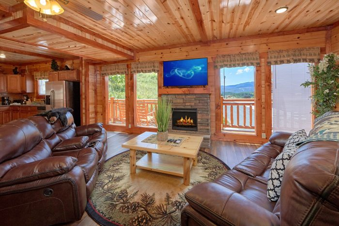 5 Bedroom Pool Cabin with a Fireplace - Dive Inn
