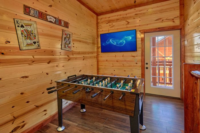 5 Bedroom Cabin with a Foosball Table - Dive Inn