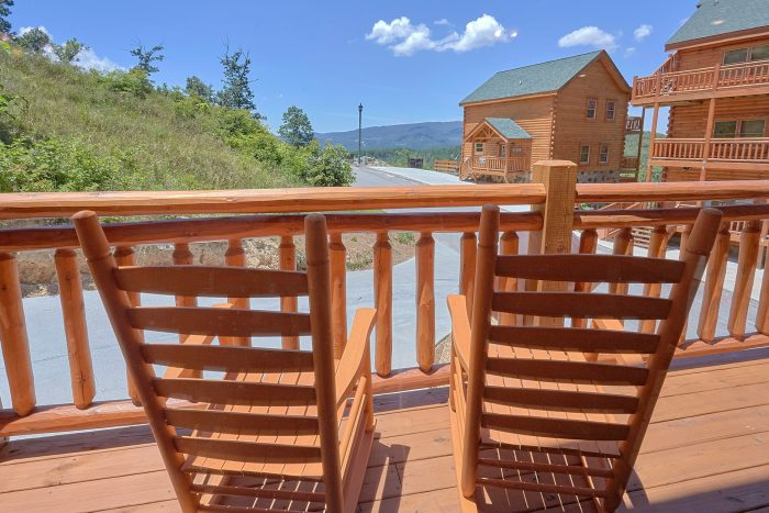 5 Bedrom Pool Cabin in a Smoky Mountain Resort - Dive Inn