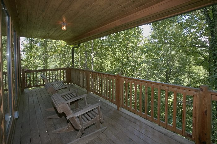 Spacious 4 Bedroom Cabin with Wooded Views - Dogwood Retreat