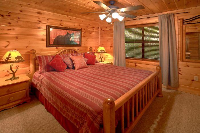 4 Bedroom Cabin with King Bedroom - Dogwood Retreat