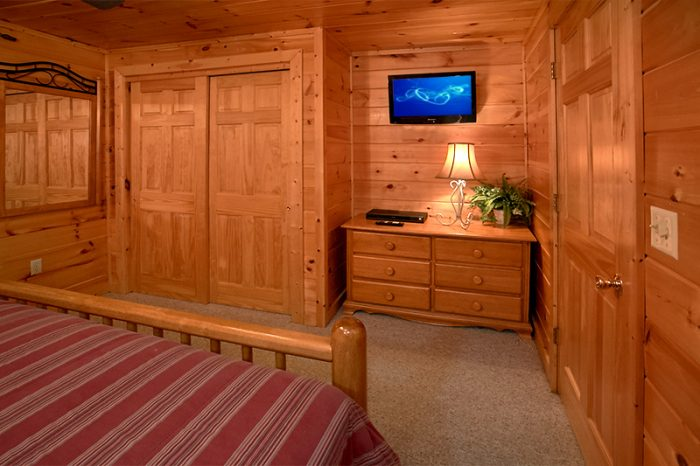 4 Bedroom Cabin that sleeps 12 with King Bed - Dogwood Retreat