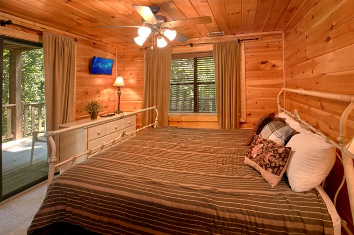 Premium Cabin with 4 King Bedrooms and Baths - Dogwood Retreat