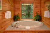 Luxury 4 Bedroom Cabin with Jacuzzi Tub