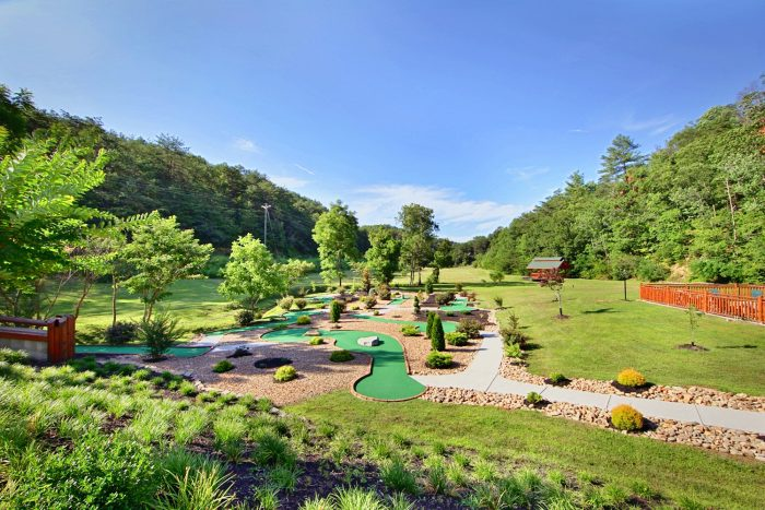 4 Bedroom Cabin with Resort Putt Putt Course - Dreamland