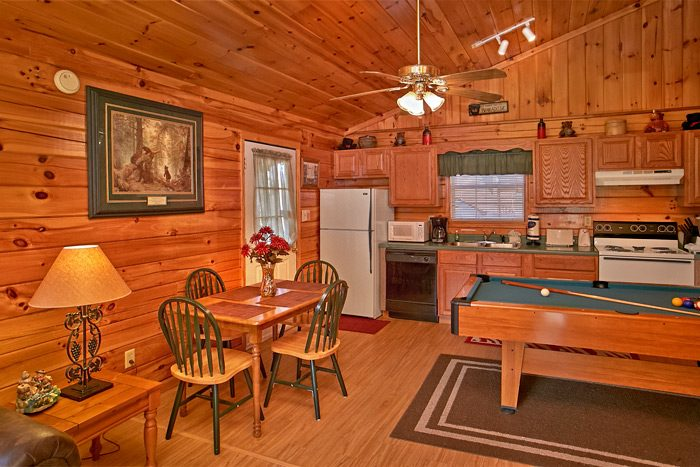 Cabin with full kitchen and pool table - Dreams Come True