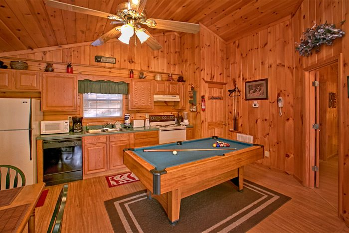 Cabin with full size pool table - Dreams Come True