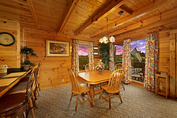 Cabin with Dining Table - Duck Inn Lodge
