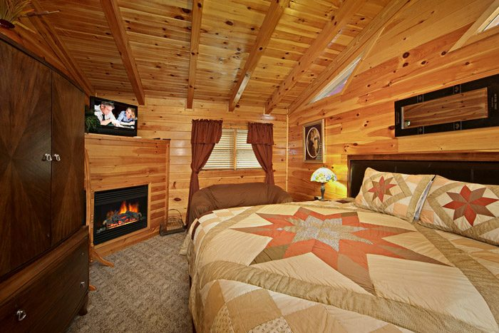 Cabin with King Suite with Fireplace - Duck Inn Lodge