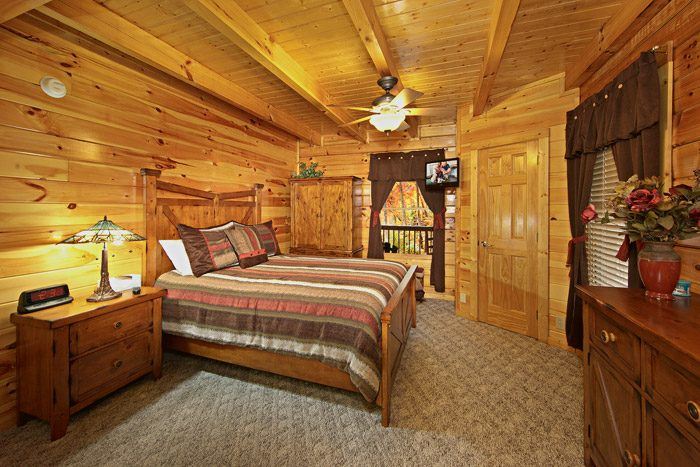 Cabin with Spacious Queen Bed - Duck Inn Lodge