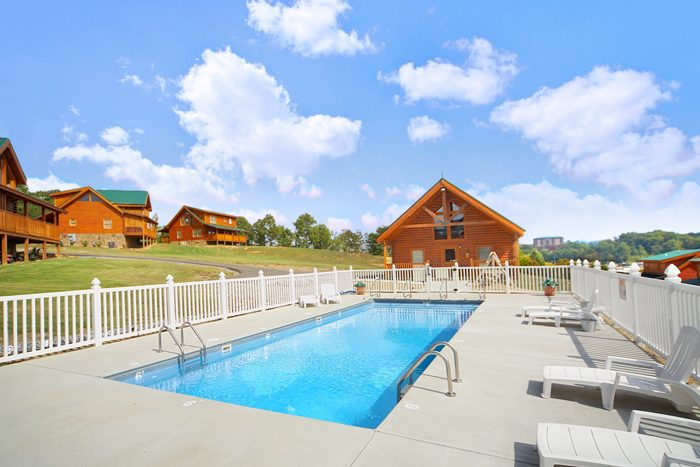 Pigeon Forge Cabin with Resort Pool - Duck Inn Lodge
