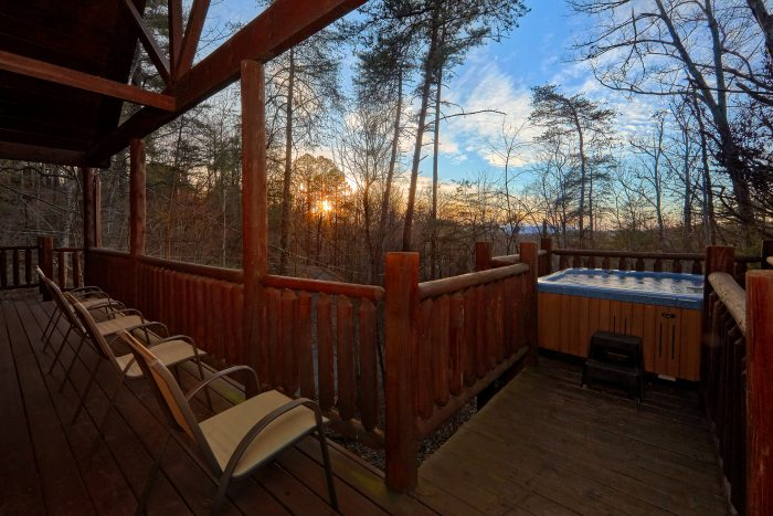 Luxury 1 Bedroom Cabin with Hot Tub and a View - Dutch's Den