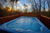Spacious 1 Bedroom Cabin with Hot Tub