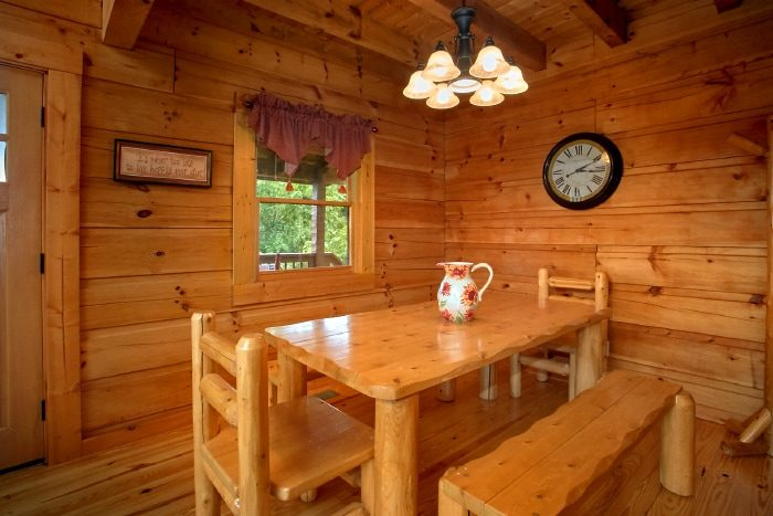 ... Luxury Cabin With Full Size Dining Area   Eagleu0027s Crest ...